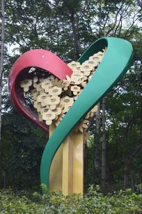 撞色心形雕塑