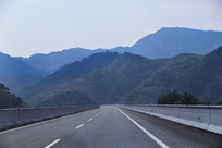 畅通的山林高速