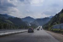 高速穿山路