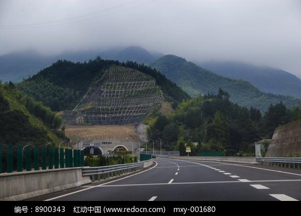 高速隧道风景图片