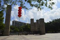 广州雕塑公园门口华厦柱