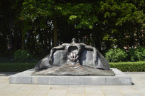 海天青铜雕塑敞开胸怀的人雕塑