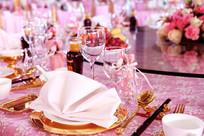 婚礼餐具摆台