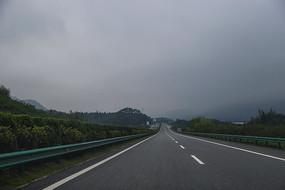 宽阔的道路