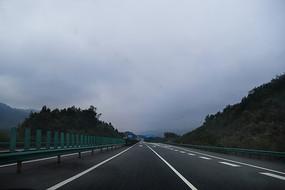 宽阔的高速路