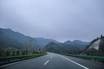 盘山穿山高速路