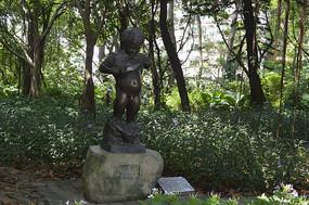 撒野的小朋友雕塑作品