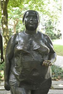 铜雕肥女人特写