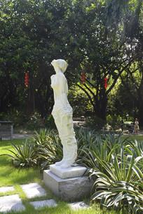 迎风闭目倚立的少女石雕雕塑
