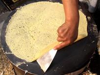 用鏊子制作煎饼