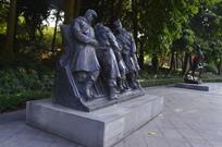 春运九天九夜执勤的战士雕塑