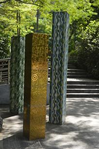代表花城广州的彩色柱子雕塑