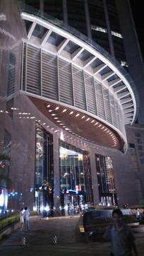大楼大门灯光夜景