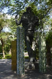广州迎宾使者形象花农铜雕