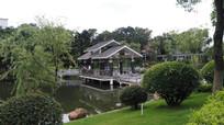 湖边的古亭子建筑图片