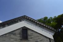 蓝天下的传统建筑