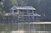 湖边的亭子建筑