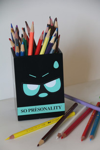 卡通笔筒与彩色铅笔