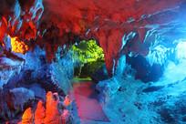 五彩斑斓的溶洞美景