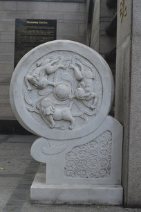 狮子图腾浮雕