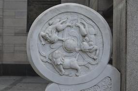 狮子图腾石刻浮雕
