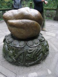寿桃造型巨石与龙纹石刻