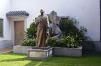王老吉创始人雕像