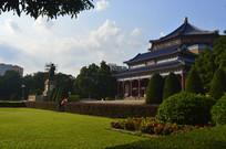 蓝天下的孙中山纪念堂建筑