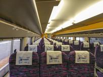 列车整齐座位