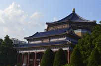 绿树掩映的孙中山纪念堂建筑