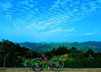 山顶公路的自行车摆拍
