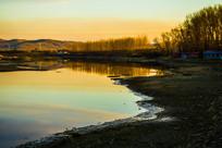柴河河畔树木垂钓风景