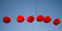 蓝色背景一排红灯笼