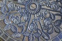 铸铁雕刻的镂空花纹图案特写