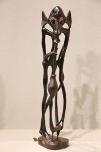 非洲木雕抽旱烟的老人