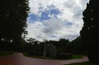 黄昏时云台花园谊园雕塑树木