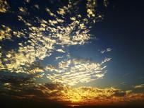 蓝色天空火烧云