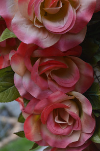 人造红色玫瑰花