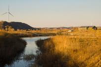 山脉风车湿地景观