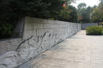 白塔公园地经广场浪花壁画