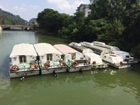 湖面的游艇