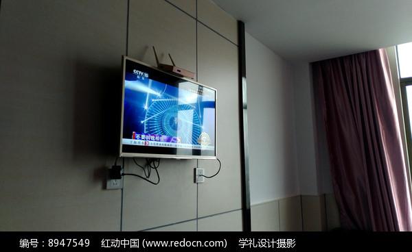墙上的电视机图片