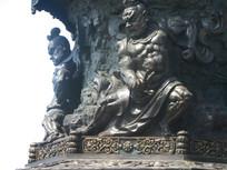 九龙灌浴底座的金刚雕像