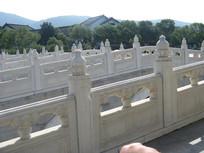 灵山的汉白玉护栏