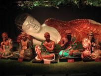 卧佛与十八罗汉粉彩塑像