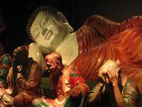 卧佛与十八罗汉粉彩塑像特写