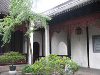 中式园林与廊柱上的雕花