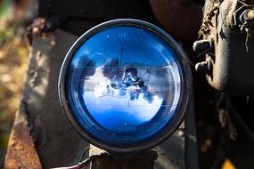 农用车上的蓝色车灯素材