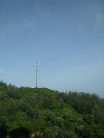 山上的移动信号塔