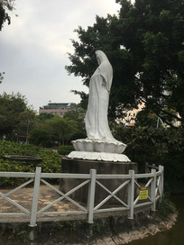 观音雕像侧面图